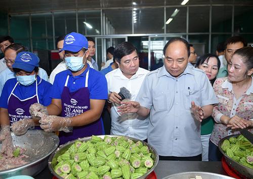 Thủ tướng kiểm tra suất ăn công nghiệp, quán phở
